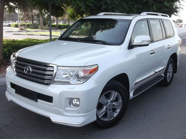 2013 Toyota Land Cruiser White